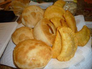 Pastelillos con guayaba y Arepas de Coco